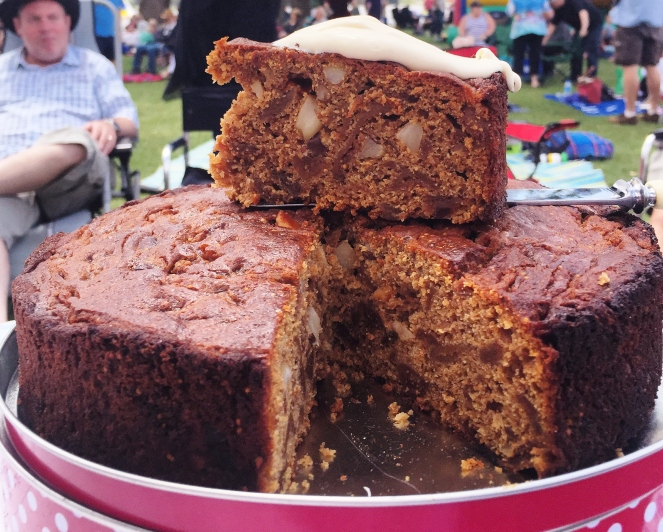 Figgy port cake, with a big spoonful of double cream. Just the ticket for a picnic lunch